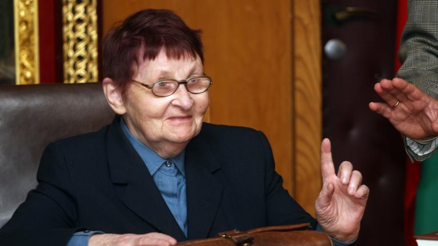 """""""Сънди таймс"""": Майката на Станишев го посъветвала да се оттегли"""
