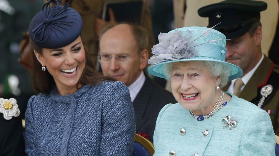 Кралицата направи щедър подарък по случай раждането на малкия принц