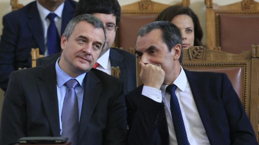 Премиерът Орешарски и вицепремиерът Йовчев в пленарната зала на Народното събрание
