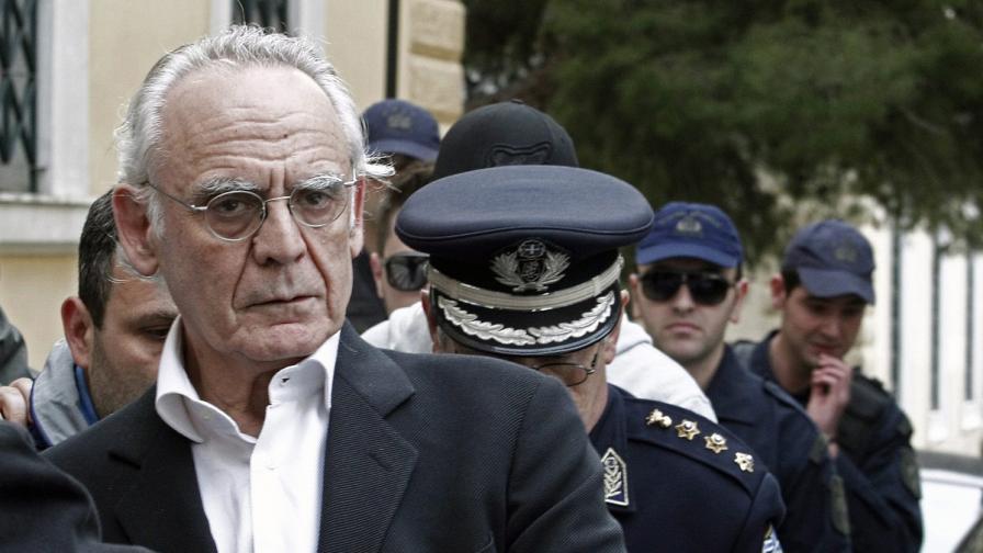 Гръцки ексминистър получавал торби с пари по тъмно
