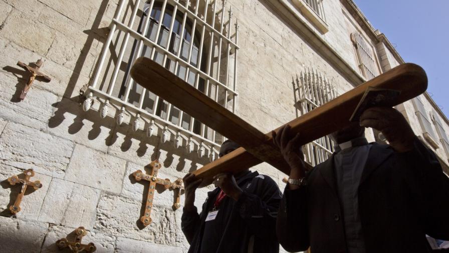 Археолози смятат, че са открили парче от Христовия кръст