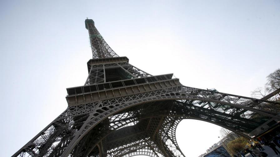 Част от стълбището на Айфеловата кула = 220 хил. евро