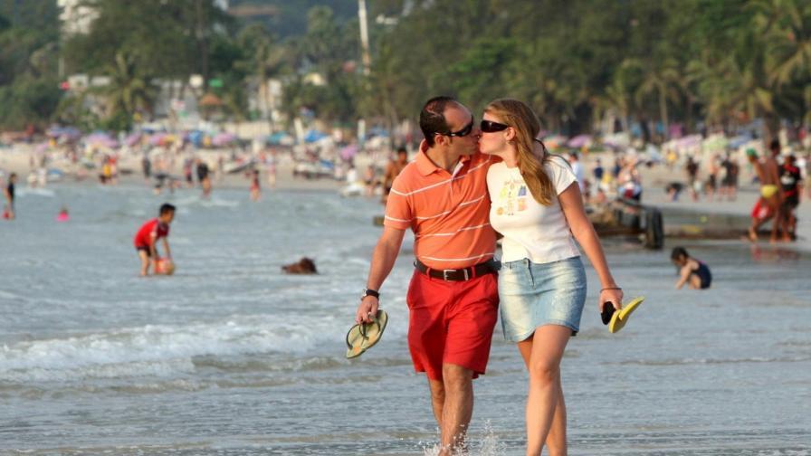 Защо мъжете флиртуват повече през лятото