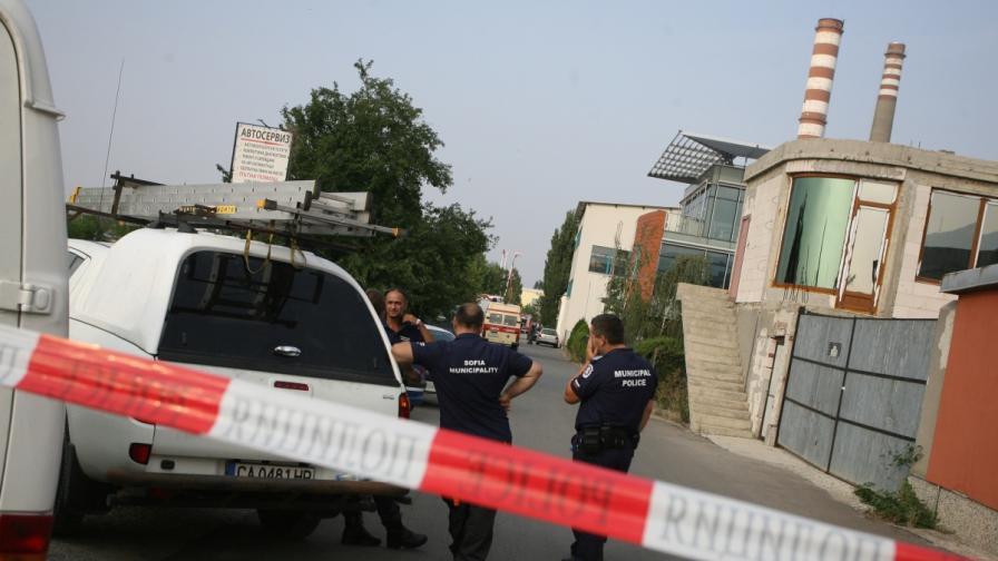 """Районът около гараж """"Земляне"""" бе отцепен за няколко часа заради теч на пропан-бутан"""