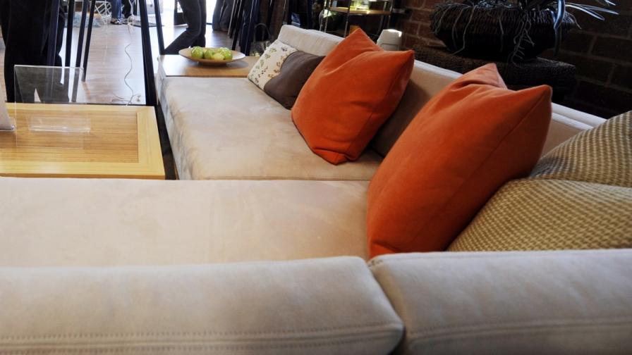 Американец конструира брониран диван