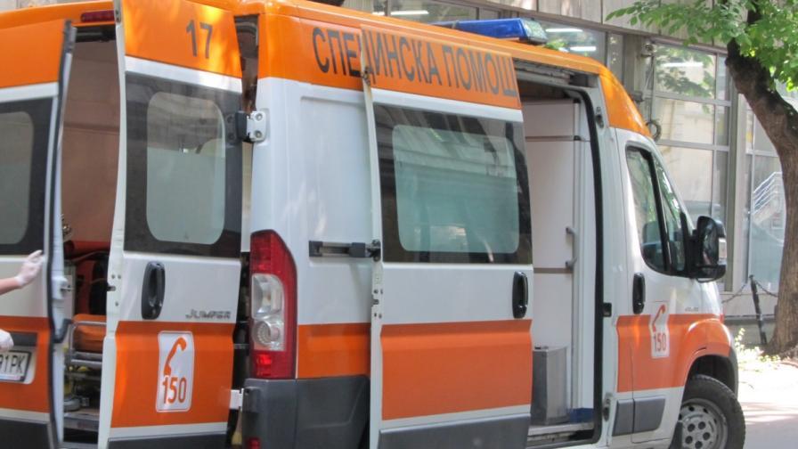 Патрулка удари челно автомобил, двама пострадали