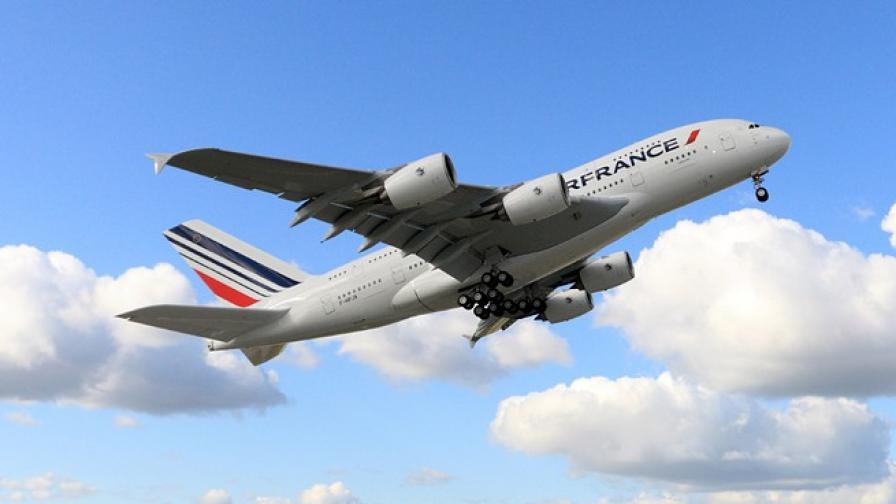 Париж налага нов данък върху авиобилети заради железница