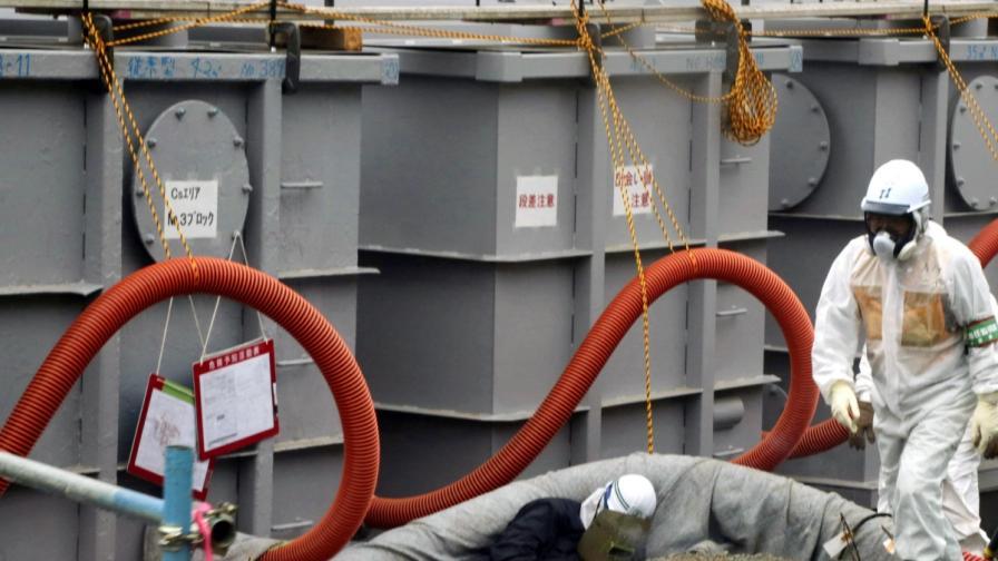 """Изтичането на заразена вода е сред основните проблеми пред специалистите, ликвидиращи последиците от аварията в АЕЦ """"Фукушима-1"""""""