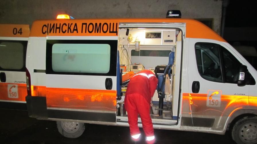 Нападнаха екип на Спешна помощ в София