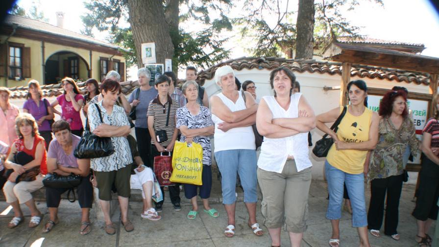 Шивачки от Калофер стачкуват от немотия