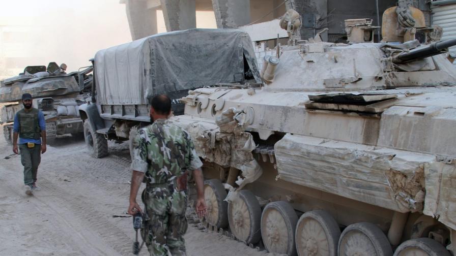 Сирийски войници в предградие на Дамаск