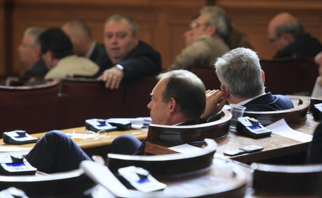 Временна комисия ще разследва тефтера на Златанов