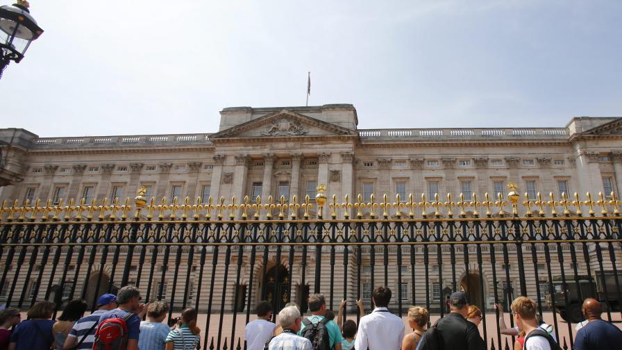 Двама арестувани за влизане с взлом в Бъкингамския дворец