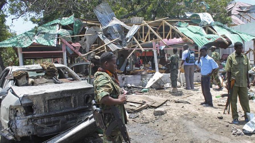 18 са вече жертвите на атентатите в Сомалия