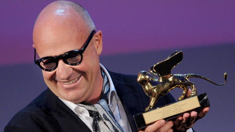 Режисьорът Джанфранко Рози с голямата награда на фестивала във Венеция - Златен лъв