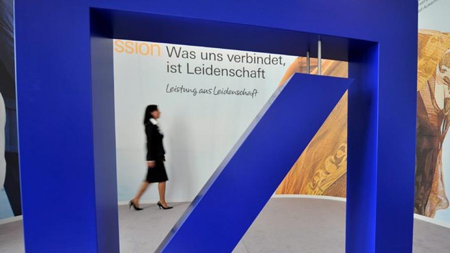Deutsche Bank връща на работа уволнени мениджъри