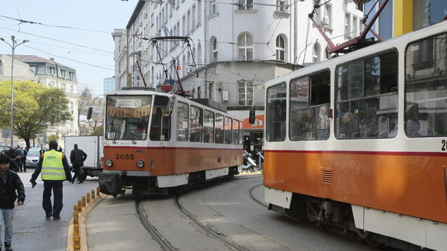 "Трамвай 22 аварира и задръсти бул. ""Дондуков"""