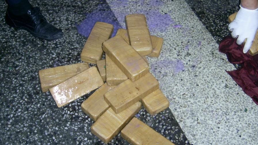 В Бургас: Хероин за над 4,3 млн. лв. в камион на ферибот