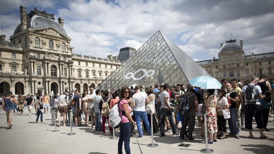 Заловиха фалшиви билети за Лувъра