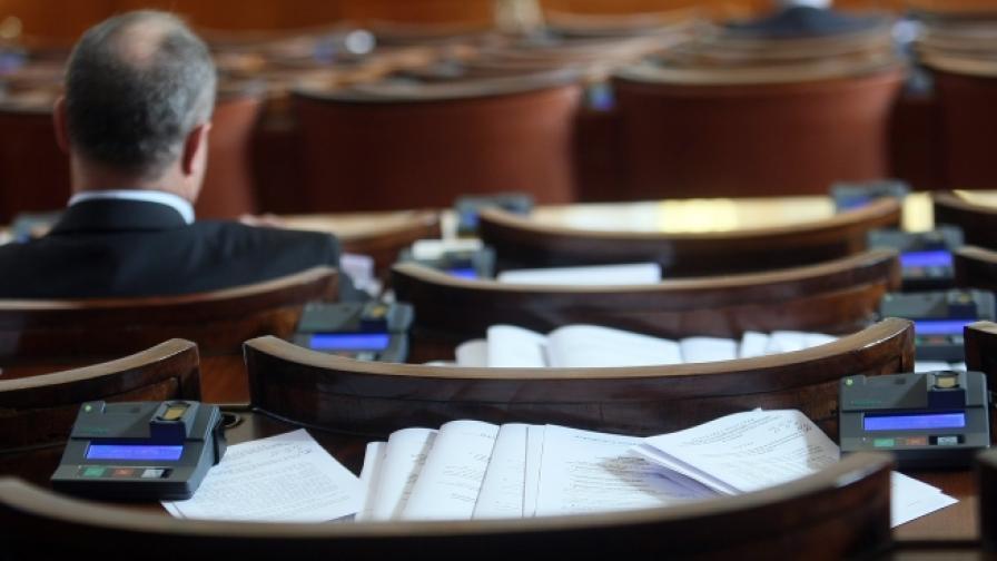 Няма кворум за обсъждане на вота в парламента