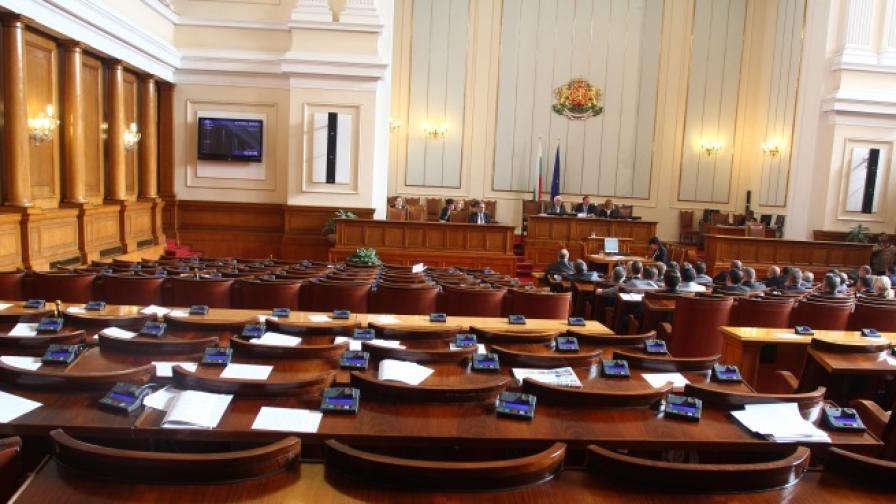 Депутати от БСП с опит да прокарат цензура преди изборите