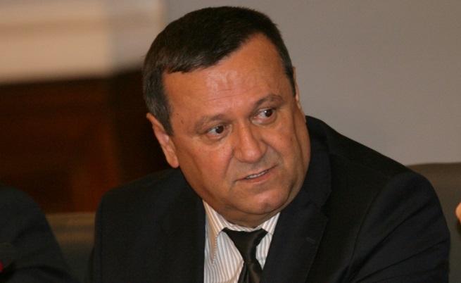 Адемов: Обмисляме коледна добавка за някои пенсии