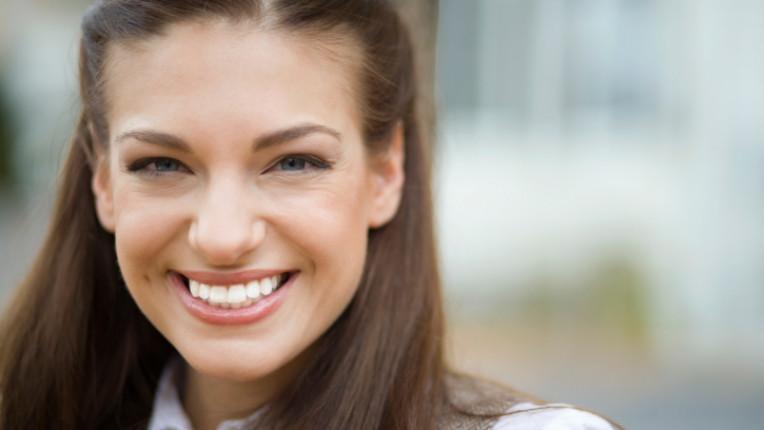 усмивка жена радост щастие