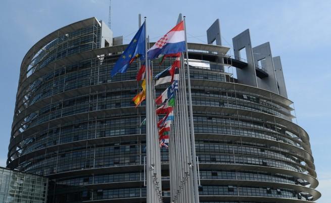 ЕП призова за спиране на планираните споразумения с Русия в енергийния сектор