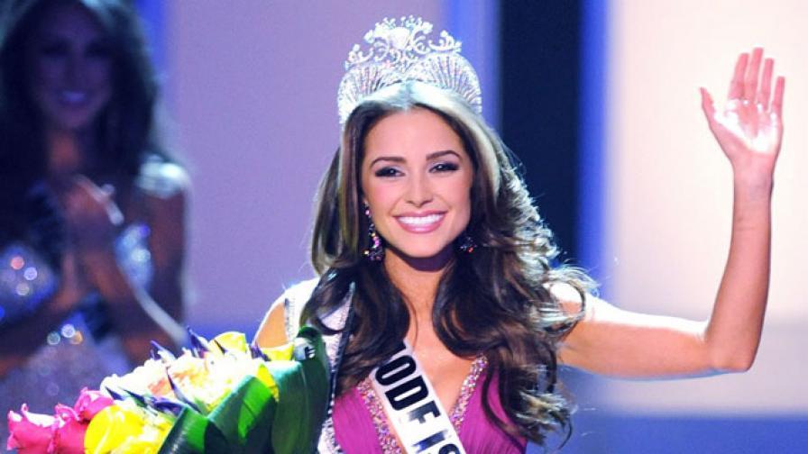Започна разследване срещу Мис Вселена 2012 заради фотосесия