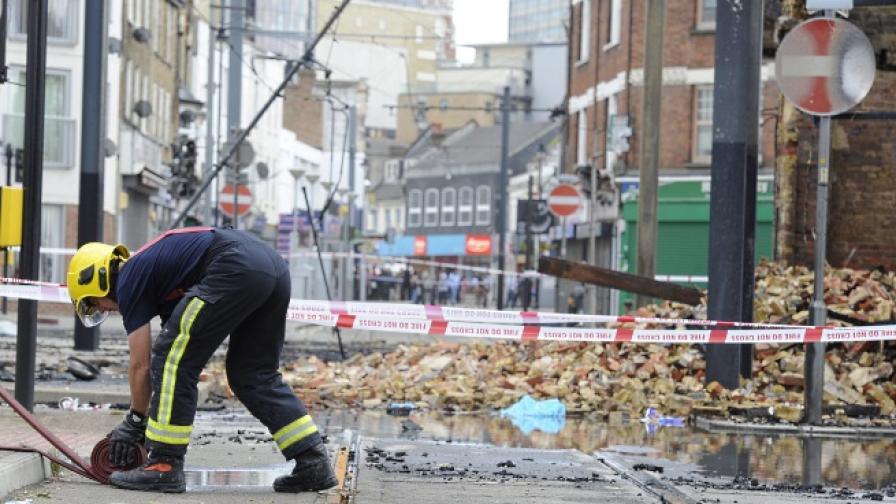 Пожарникари търсят изгубени ченета и гонят паяци от възглавници