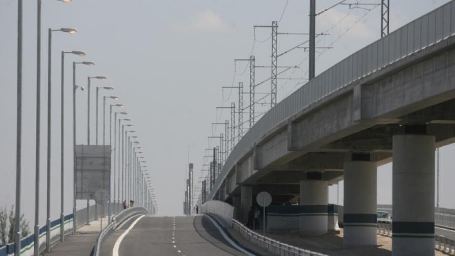 """""""Файненшъл таймс"""": """"Дунав мост-2"""" страда заради лошите пътища до него"""