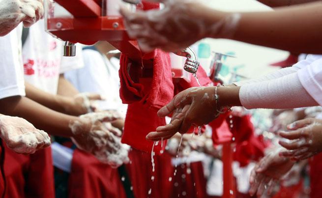 Миенето на ръцете ни прави оптимисти