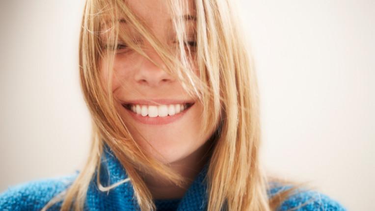 усмивка щастие жена оптимизъм