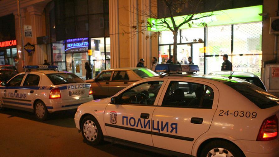 Заподозрян стреля по полицаи в София