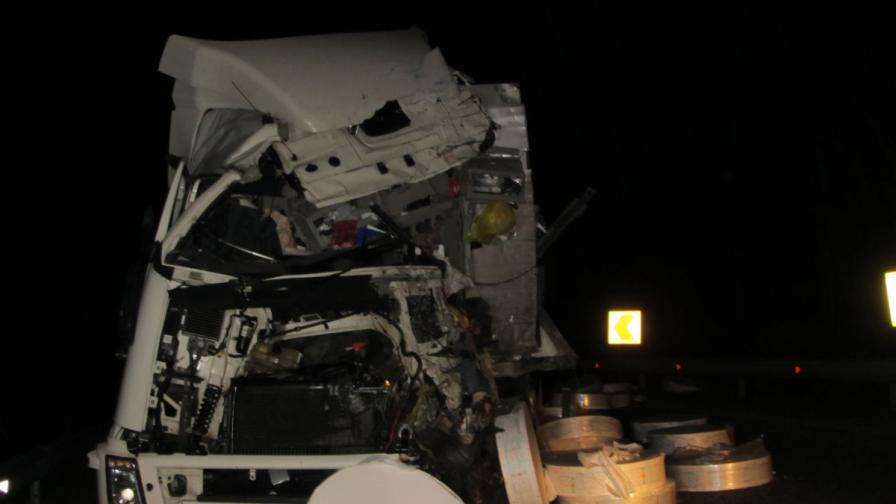 Тежка катастрофа между два тира затвори пътя Русе-Бяла
