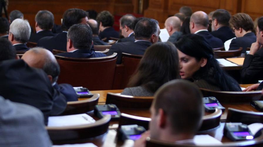 Режат парите на депутатите, които не участват в кворума