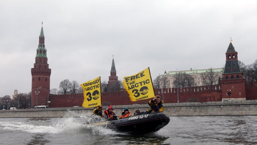 """В Русия задържаха още петима активисти на """"Грийнпийс"""""""