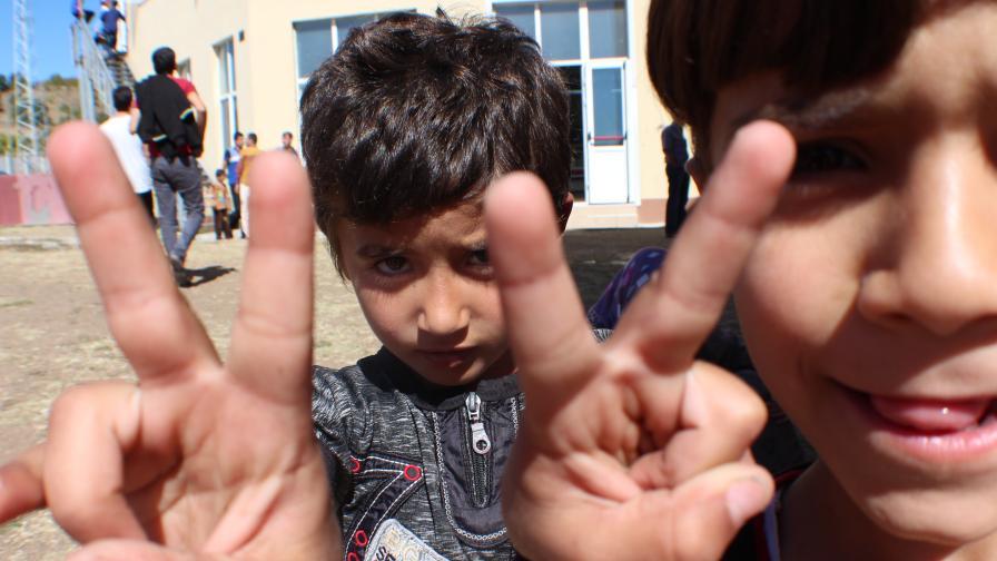 СЕМ: Враждебната реч срещу бежанците идва не от медиите, а от политиците