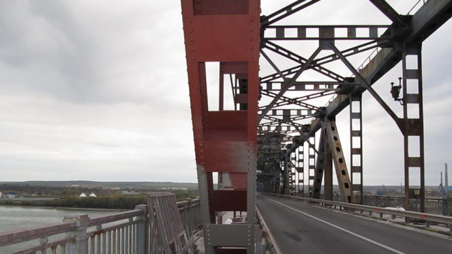 Румънски работник падна от Дунав мост