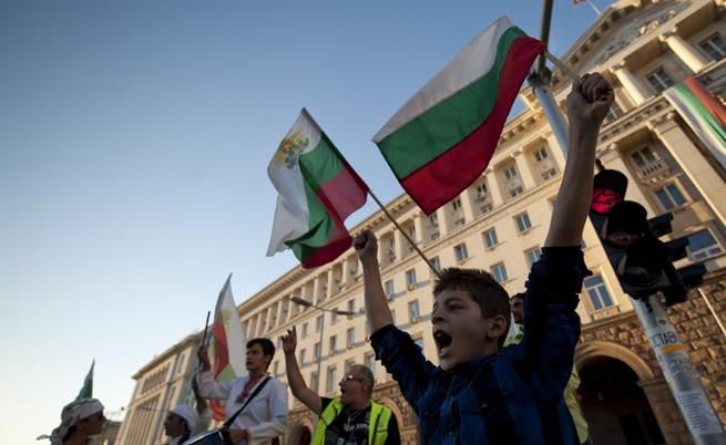 Експерти: Недоверието към институциите се засилва