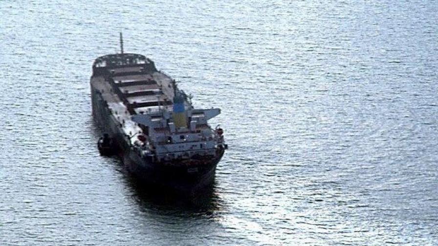 Гръцките власти задържаха товарен кораб с оръжие