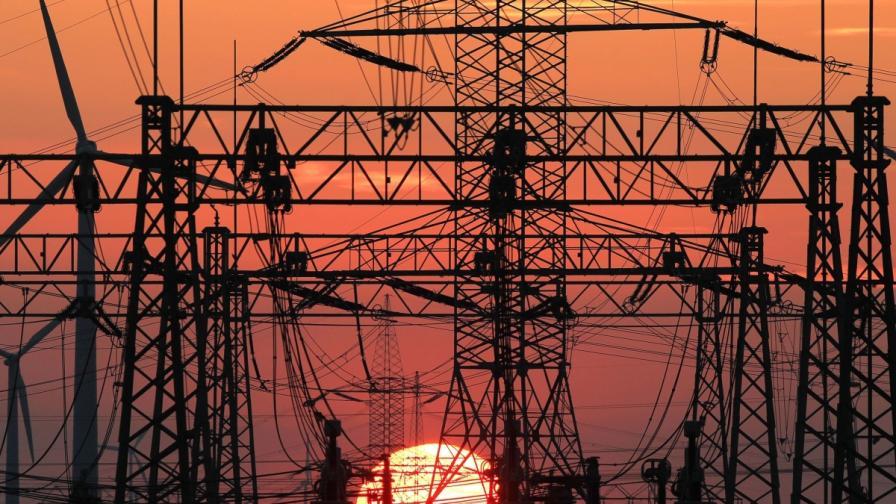 Край Япония: Плаваща вятърна електроцентрала