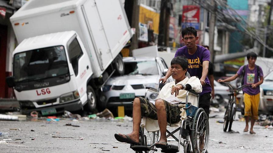 Филипините получават още чужда помощ след тайфуна