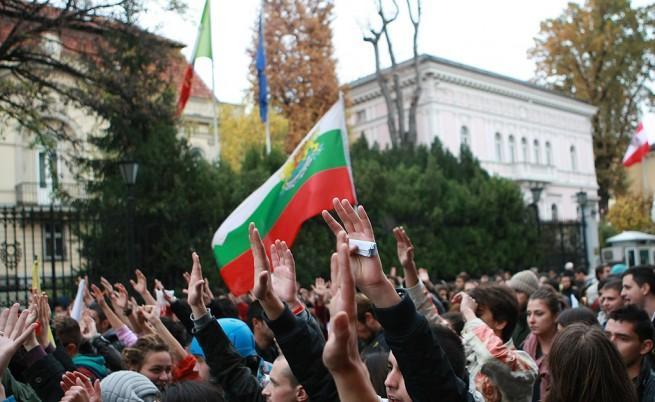 Хиляди потеглиха с автобуси и влакове за митингите в София и Пловдив