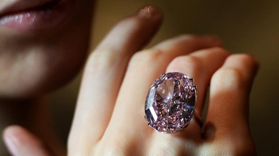 """""""Розова звезда"""" - най-скъпият диамант в историята на аукционите"""
