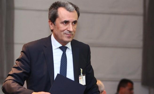 Орешарски: Уволнения за държавни служители, които участват в протестите