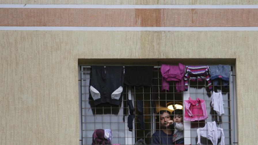 ЕК: Внимателно със затворения тип общежития за бежанците