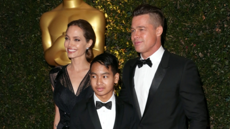 По време на церемонията Анджелина Джоли бе неотлъчно до своя любим Брад Пит и сина им Мадокс