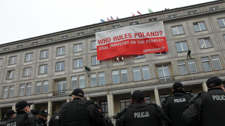 Протестиращи окупираха министерство в Полша