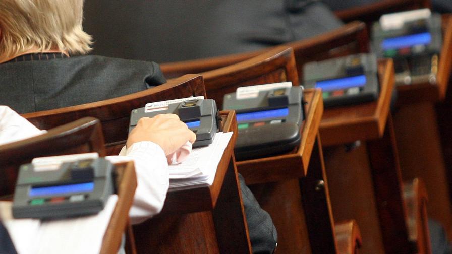 Приеха само промените на ГЕРБ в Изборния кодекс